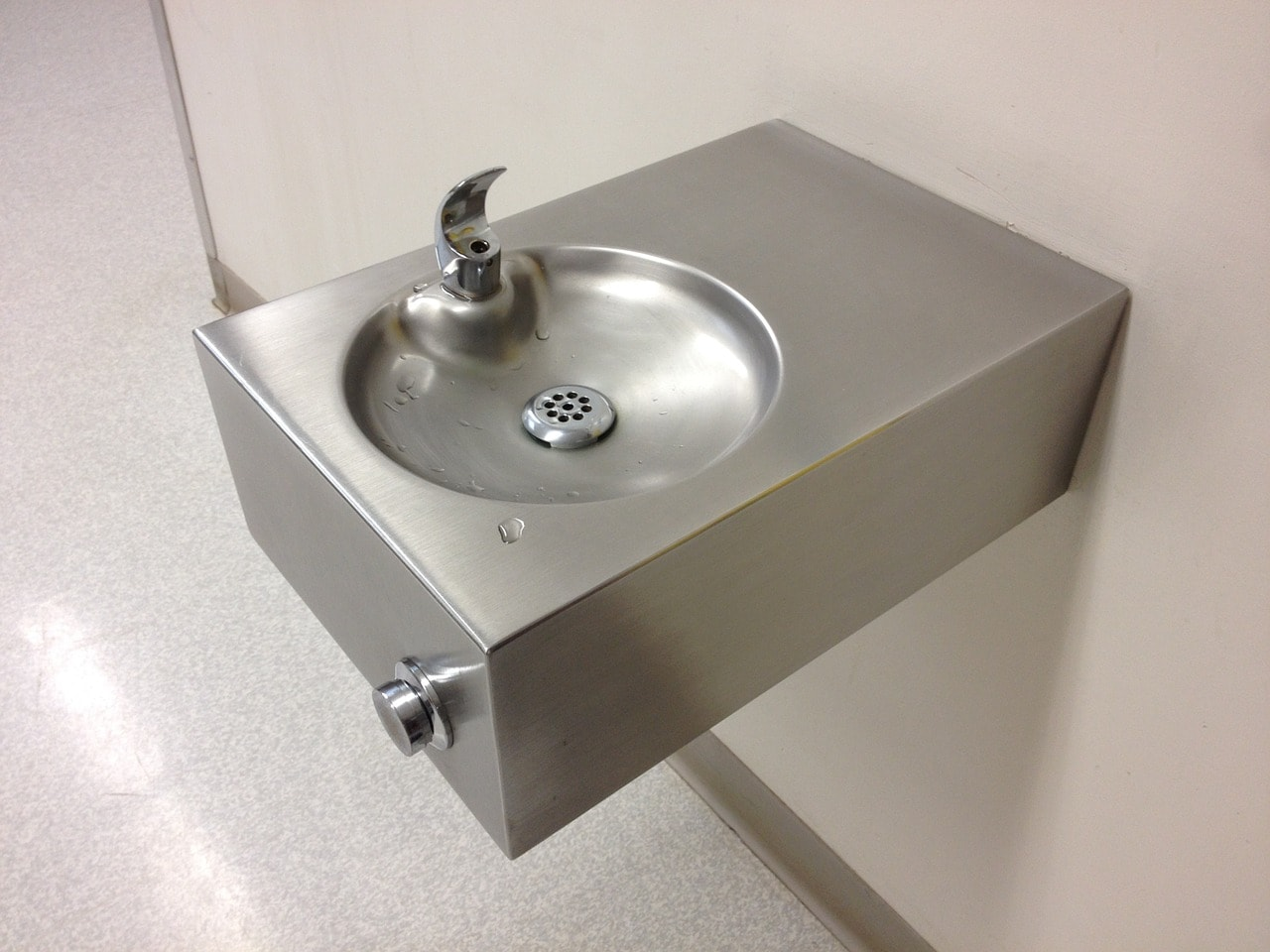 Drinking-water-fountains-pros-of-a-water-fountain